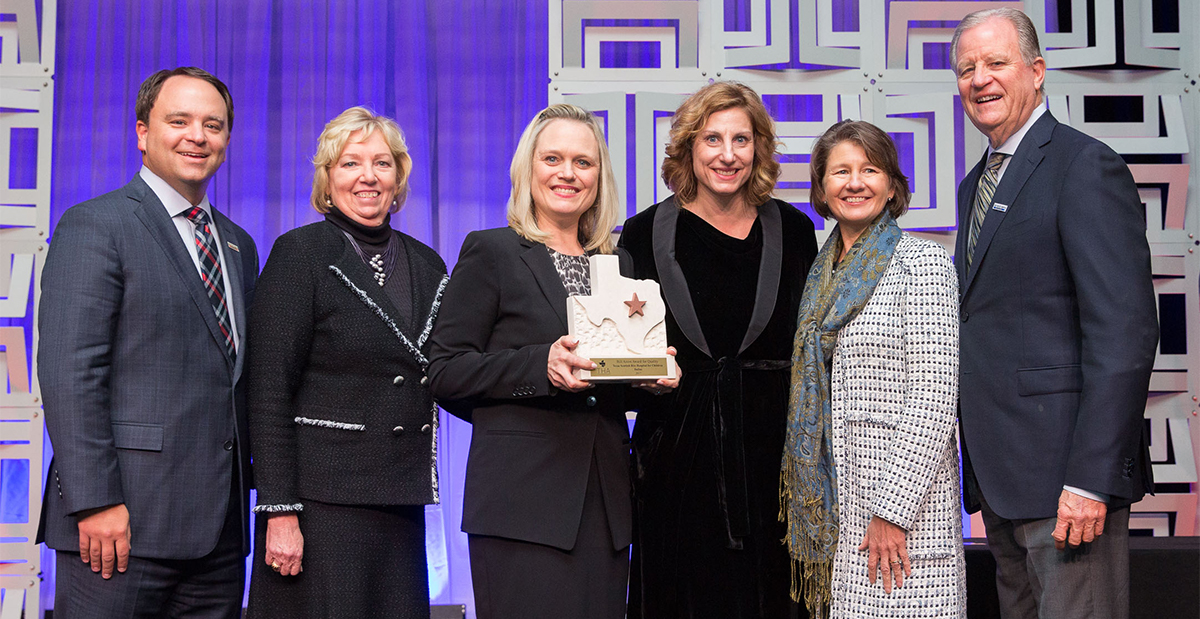 scottish rite hospital staff accepts award in houston