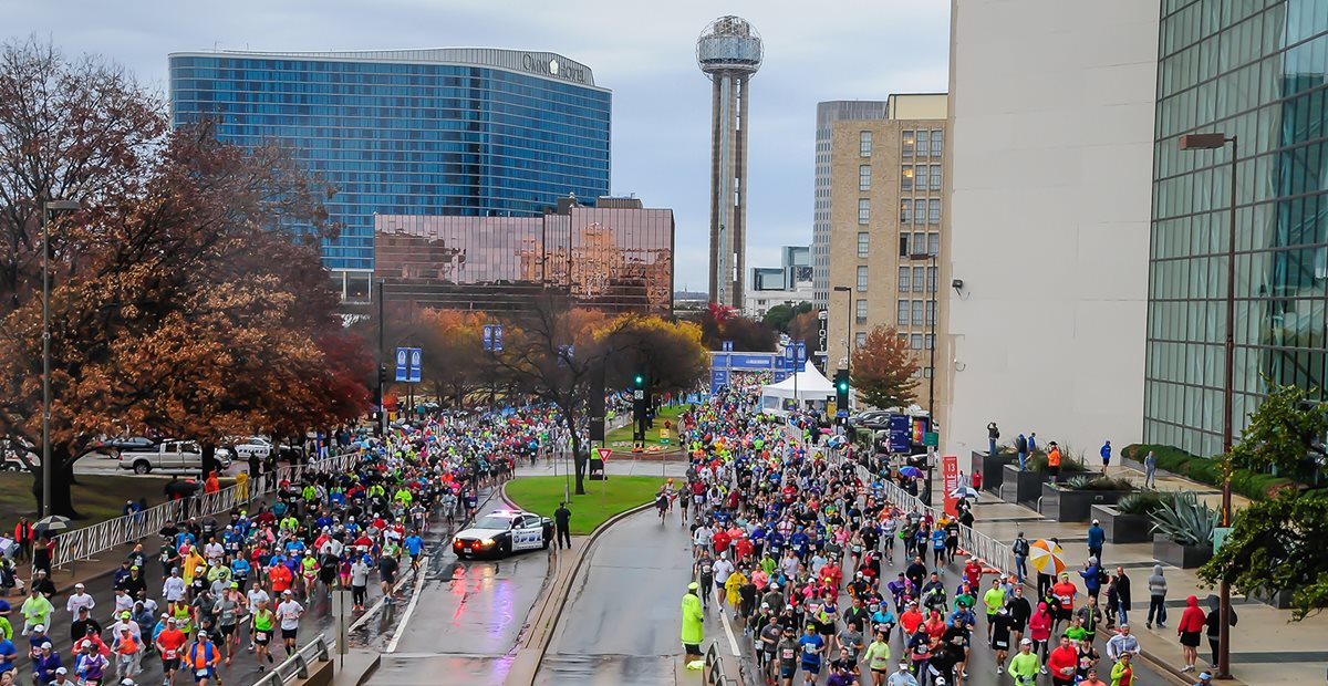 Dallas Marathon runners in downtown Dallas